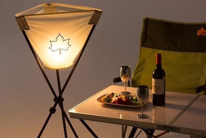 テーブルを照らすロゴス(LOGOS) ANDON STAND(たいまつタイプ)